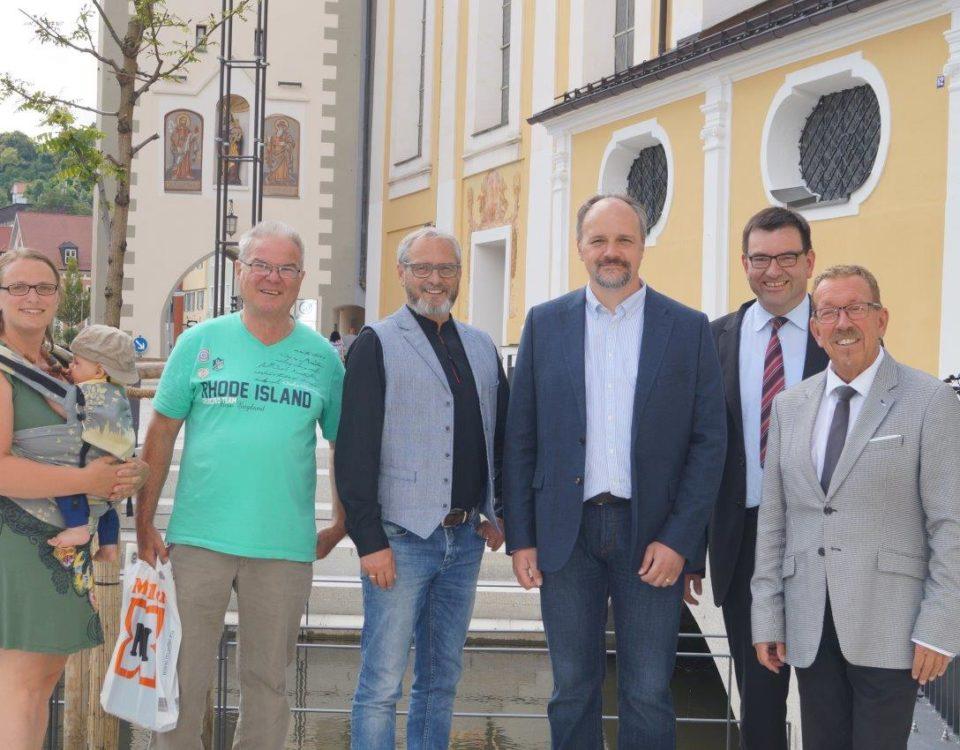 v.r.n.l.: MdB Karl- Heinz Brunner, Thomas Riederle, Landtagskandidat Markus Kubatschka, 3. Bürgermeister Roland Ahne, Seniorenbeiratsvorsitzender Werner Lehmann